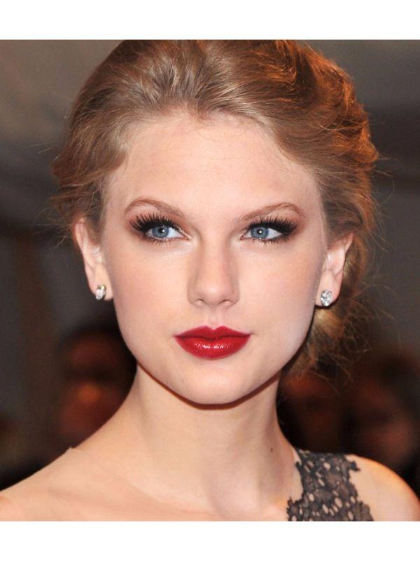 Novi trend šminkanja: Crveni ruž, senka u boji bakra i roze rumenilo