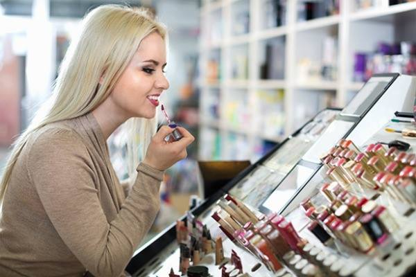 Znakovi koji ukazuju da ste zavisni od šminke