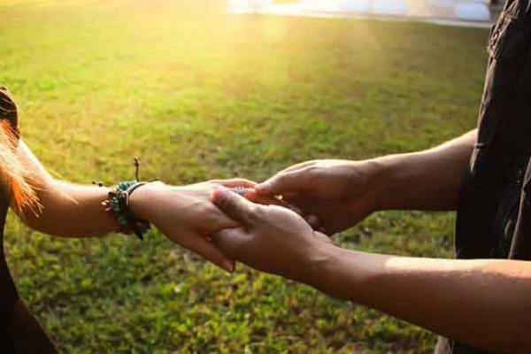 Pogled ljubav sastav prvi na Ljubav je