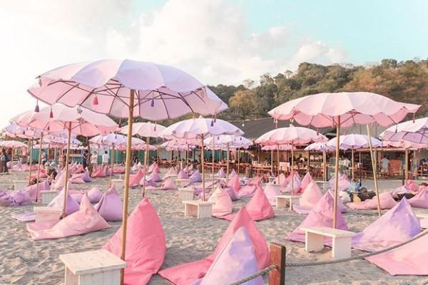 Inflatable Island -  raj za ljubitelje jednoroga