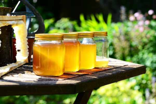 Kakve se promene dešavaju ako čistite lice medom?