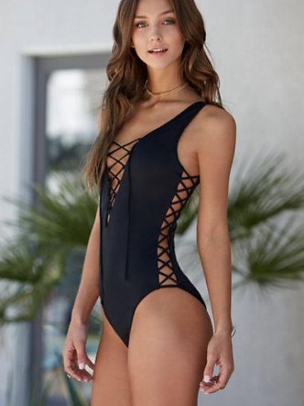 Izazovni crni kupaći kostimi koji osvajaju na prvi pogled