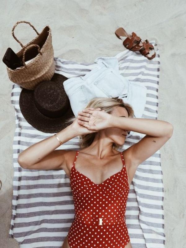 Razigrani retro kupaći kostimi sa tufnicama