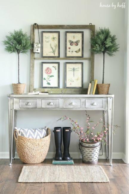 Prolećni dekor ulaznog prostora u kući
