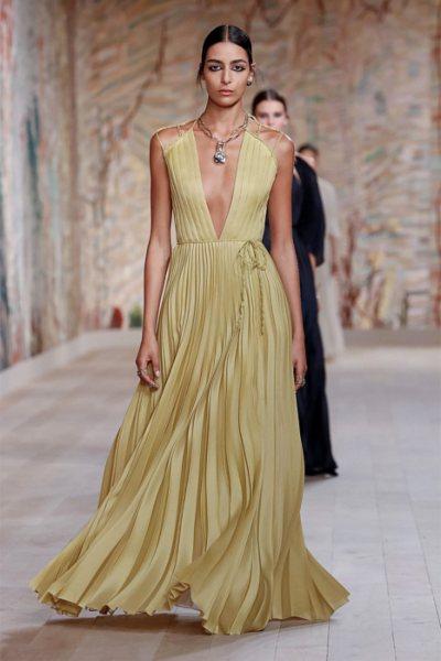 Duh šezdesetih i najromantičnije večernje haljine u novoj kolekciji Dior couture