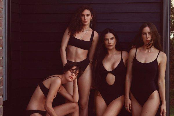 Demi Mur prkosi godinama i pozira sa ćerkama u kampanji brenda kupaćih kostima