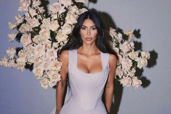 Cveće za vas: nova kolekcija cvetnih mirisa Kim Kardashian