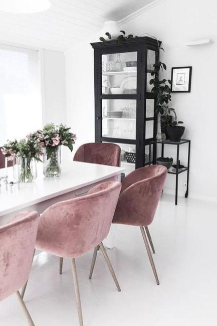 Dekor trpezarije i kuhinje posebnom nijansom ljubičaste boje