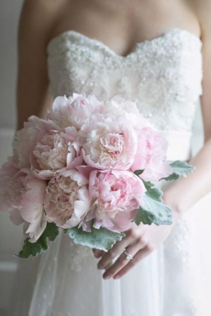 Romantični bidermajeri sa božurima za vaše venčanje iz snova
